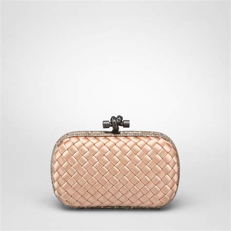 Tas Bottega Veneta Satin Clutch Gold bottega veneta satin box clutch bag in gold lyst