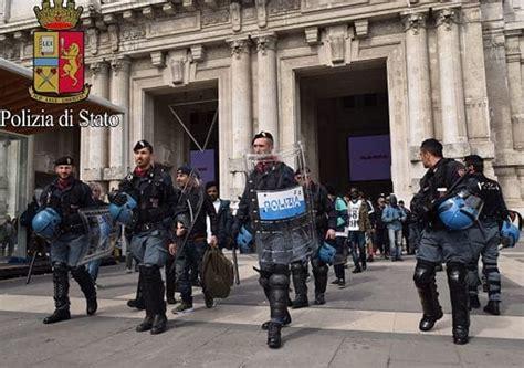 questura di roma ufficio stranieri blitz in stazione a trattenuti in questura 26