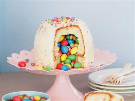 halbkugel kuchen gef 252 llter kuchen mit schokolinsen rezept eat smarter