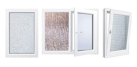 badezimmer fenster glas ornamentglas blickschutz und design f 252 r t 252 ren und fenster
