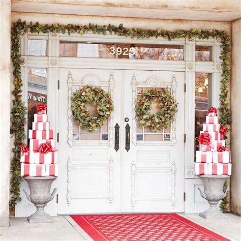 christmas front door decor 10 christmas decorating ideas for your front porch freshome com