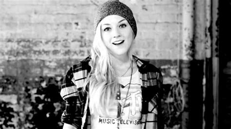 emily kinney music video assista ao novo clipe musical de emily kinney