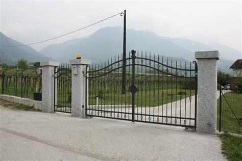 cancelli d ingresso colonna cancello vialetto d ingresso lagorai pietre
