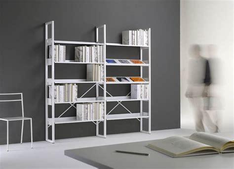 libreria metallica 1000 images about contenitori e librerie on