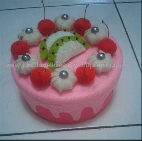 Souvenir Bros Pita Flanel pin kreasi bros flanel sederhana untuk souvenir pernikahan selebriti cake on