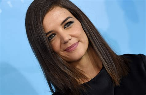 Katie Holmes debuted a dramatic new pixie cut   HelloGiggles