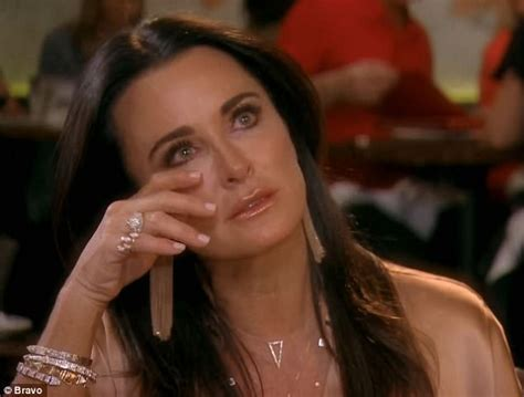 what was the women on rhbh tslking about lisa husband rhobh kyle richards breaks down talking about sisters