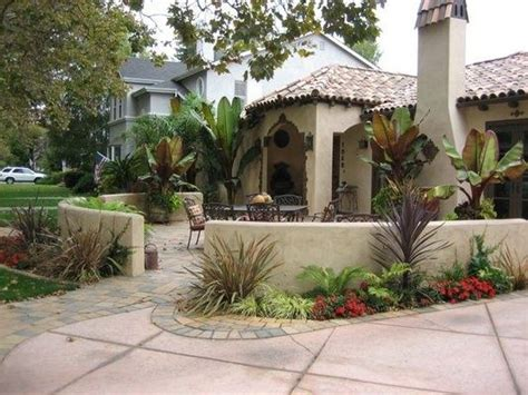 courtyard definition front courtyard love having a seating area in the front yard description from pinterest com i