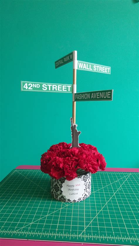 centerpiece for a new york themed wedding mini flowers