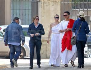 When in rome chelsea handler and her boyfriend tour italy in togas