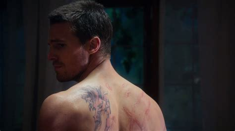 oliver queen tattoo dragon stephen amell as oliver queen arrow shirtless in arrow 1