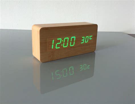 Jam Meja Clock Temperature Humidity Meter With Clock Alarm Calender tinggi kualitas jam alarm with termometer kayu memimpin