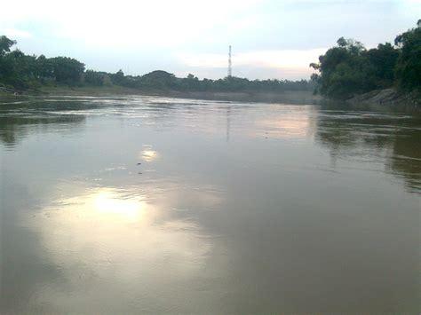 puisi cinta romantis foto foto sungai bengawan solo