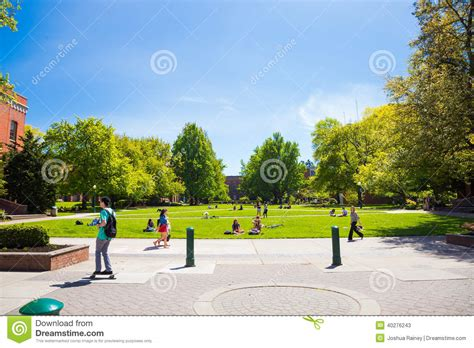 Where Do Mba Stuents Live In Eugene Oregon by Of Oregon Cus Grass Plaza Editorial Stock
