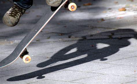 skate volante file flying skateboard 2403 jpg wikimedia commons