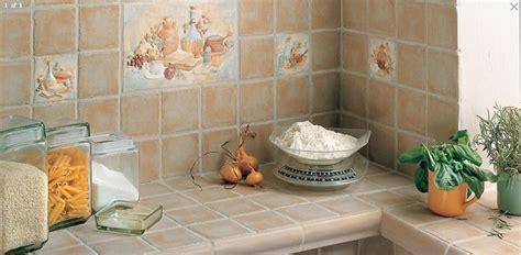 piastrelle per top cucina rivestire con piastrelle la cucina piani cucina come