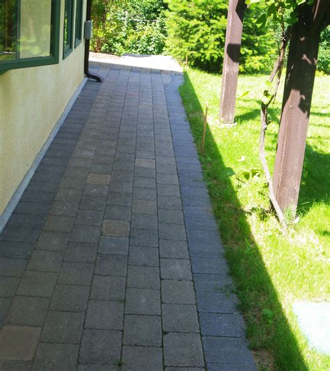 walkway side of house walkway side of house 28 images flagstone path on side of house 1000 images about