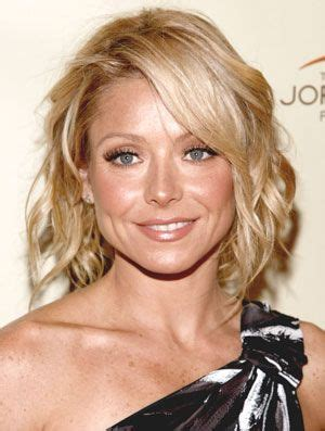 how do they curl kelly ripas hair kelly ripa hairstyles june 16 2008 dailymakeover com