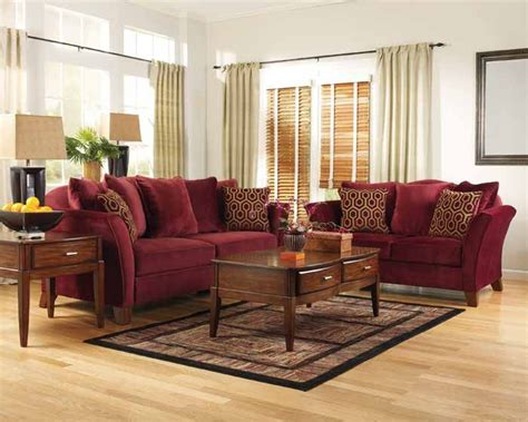 Burgundy Living Room Decor 1000 Ideas About Burgundy On Pinterest Maroon Sleeper Chair Bed And