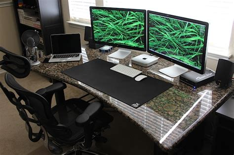 Two Computer Desk Setup Gorgeous Granite Desk Setup With A Mac Mini Driving Dual Thunderbolt 27 Quot Displays And A Macbook
