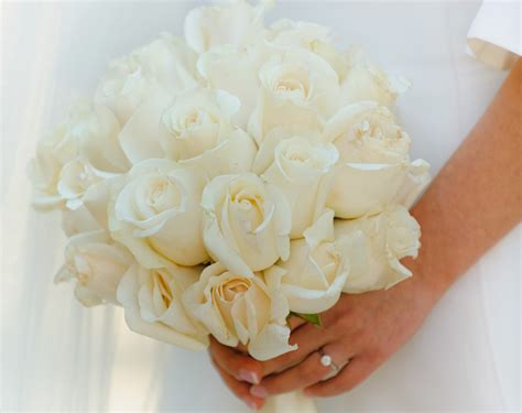 Wedding Bouquet White Roses by 10 White Flowers For Your Bridal Bouquet Bunchesdirect