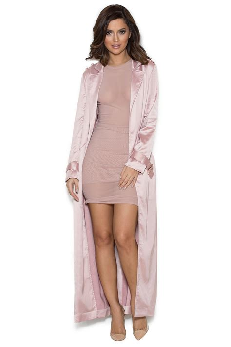 Set Kimono Daster Satin grande shows girly side in blush on jimmy