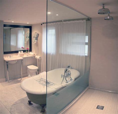 Salle de bain avec douche italienne : naturelle et relaxante