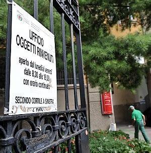 ufficio oggetti smarriti genova a 16mila oggetti smarriti quot ci sono anche tante