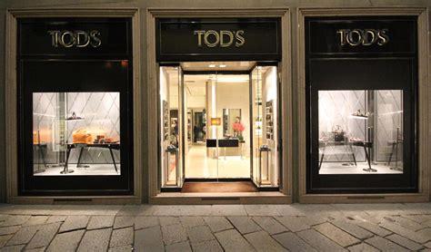 window fixtures tod s christmas window display by marialuisa cortesi