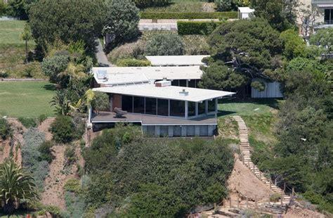 angelina jolie and brad pitt house file brad pitt and angelina jolie have sold a malibu ca home zimbio