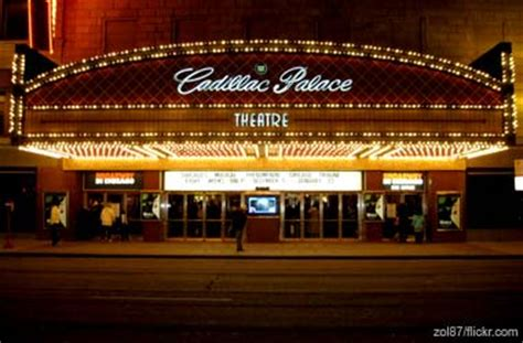 Cadillac Palace Theatre Parking by Going To The Theatre In Downtown Chicago A Guide
