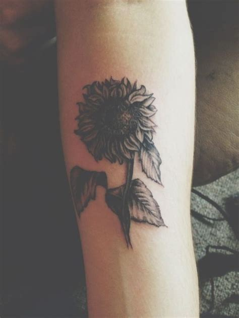 daisy tattoo on wrist 32 fantastic flowers tattoos on wrists