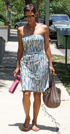 Name Halle Berrys Black Handbag by Who Made Halle Berry S Hat Jean Shorts And Black