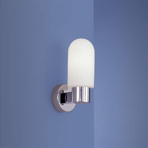 chrome bad beleuchtung wandleuchte in chrom mit mattem opalglas optimale