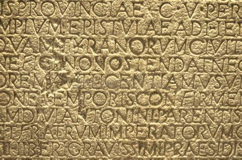 lettere romane antiche lettere antiche testo greco di scrittura sulla parete