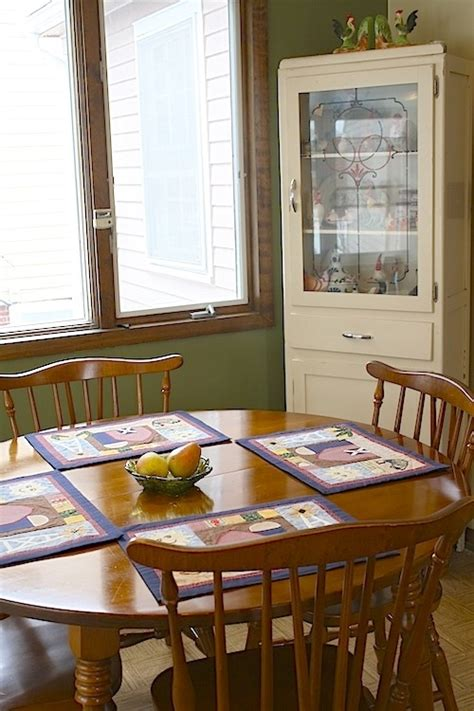 colonial style kitchen table and chairs 1000 images about maple table and chairs on