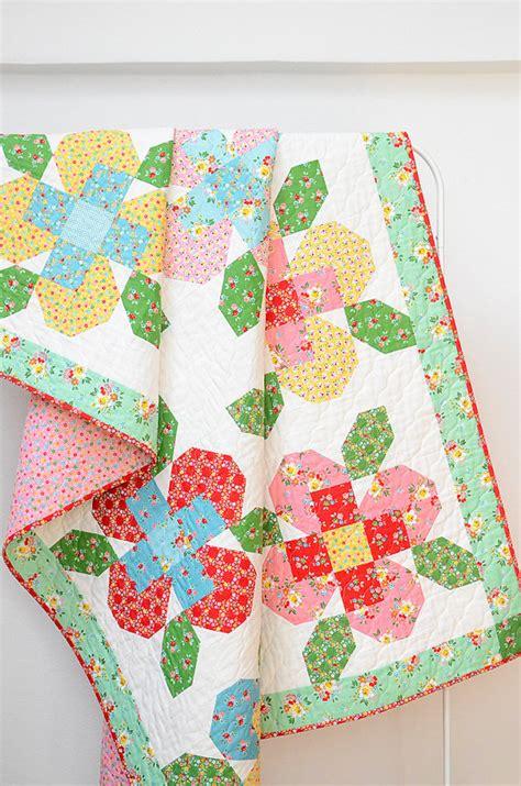 quilt pattern flower garden pieced flowers make a pretty quilt and mini quilting