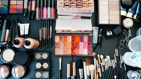 Themakeupgirls 99 Products by Coveteur Inside Closets Fashion Health And Travel