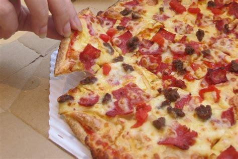 domino pizza asal dari mana domino s pizza kantungi sertifikat halal mui republika