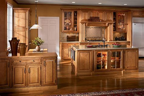 maple finish kitchen cabinets maple kitchen cabinets courtney maple in butter rum glaze finish courtney maple malt glaze