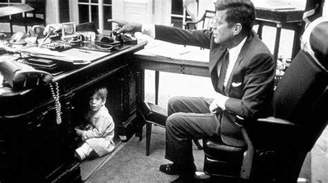 scrivania resolute presidential desk resolute desk landlordrocknyc