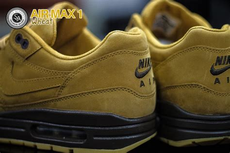 Jual Reebok The nike air max wheat 1 reebok classic leather black