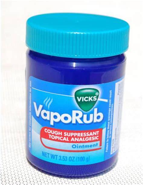 Use vicks vaporub to cure toenail fungus