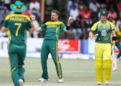 how to swing the ball like dale steyn dale steyn gets 2 wickets in 2 balls with some insane