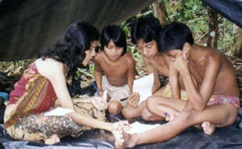 Sokola Rimba Butet Manurung Berkualitas butet manurung hutan rumah orang rimba dirusak kaum