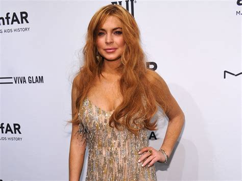 Lindsay Lohan Plays With Knives by Lindsay Lohan Plays Joke With Pregnancy Tweet Cbs News