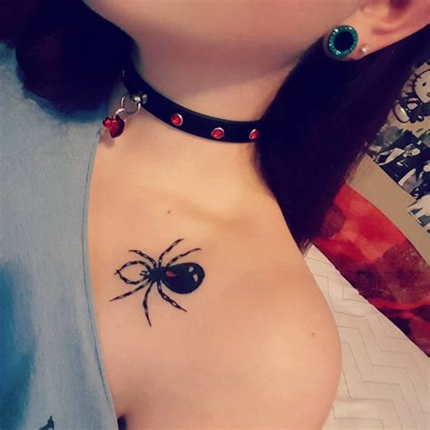 clavicle tattoo pain level 95 best collarbone tattoo designs meanings