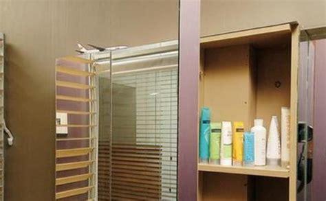 Lemari Kaca Kamar Mandi lemari mungil untuk simpan sho dan sabun di kamar mandi tribunnews