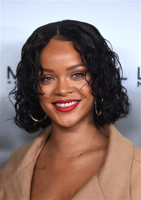 rihanna hairstyles bob haircut makes its debut on ellen todaycom rihanna beauty looks stylebistro