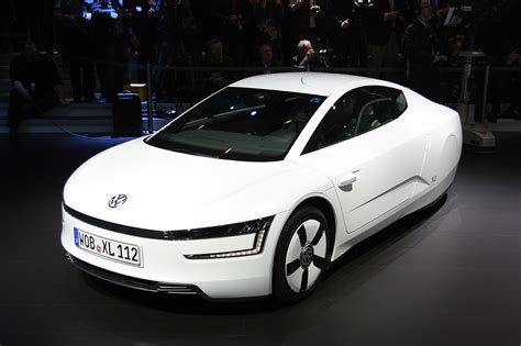volkswagen xl1 volkswagen formally introduces super efficient xl1 autoblog